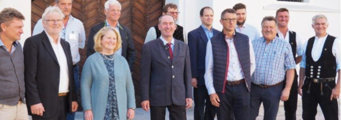 Bayerischer Wirtschaftsminister zu Besuch auf der Burg in Wasserburg
